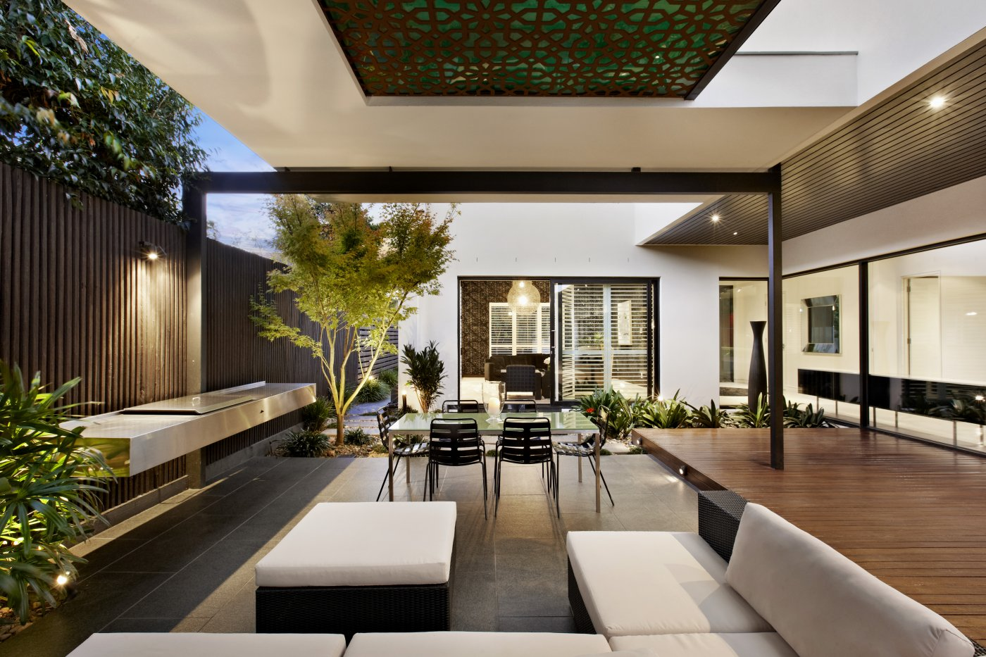 What are the five 'must have' design features for a new luxury home